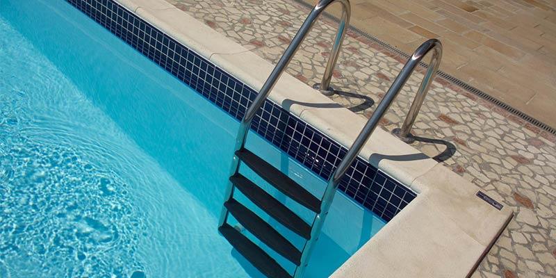 scaletta piscina tradizionale
