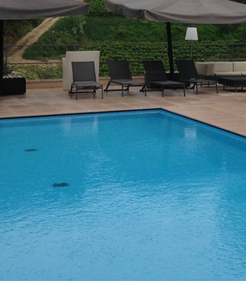 piscina a sfioro nascosto gress