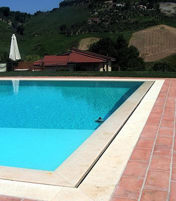 piscina bordo sfioro taglio lama