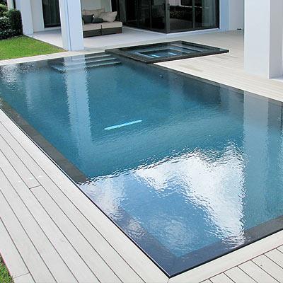 piscina con spiaggetta a sfioro